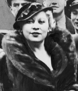 wikipedia 512px-Mae_West_NYWTS_cropped2